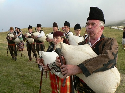 100 кабагайди и Поли Паскова ще ни веселят на Боженишки Урвич