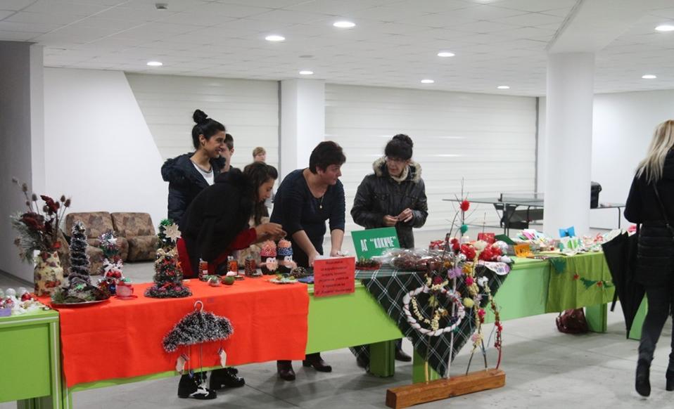 2750 лева дариха ботевградчани в коледния благотворителен базар за Янис и Александър