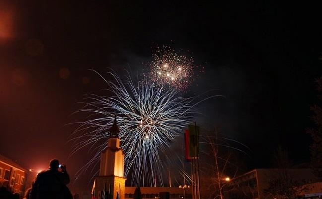С традиционно празнично хоро и заря ще започне новата година в Ботевград