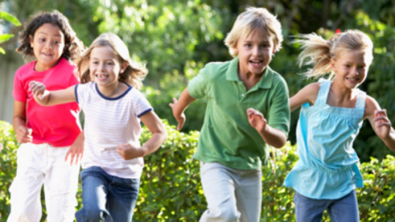 Фокуси, игри и весела дискотека с Боби Шоу за Деня на детето