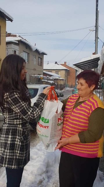 """Сподели Коледа"" донесе радост на 50 граждани в нужда"