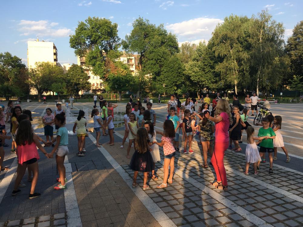 """""""Весело лято в града"""" завърши с детска дискотека в градския парк"""