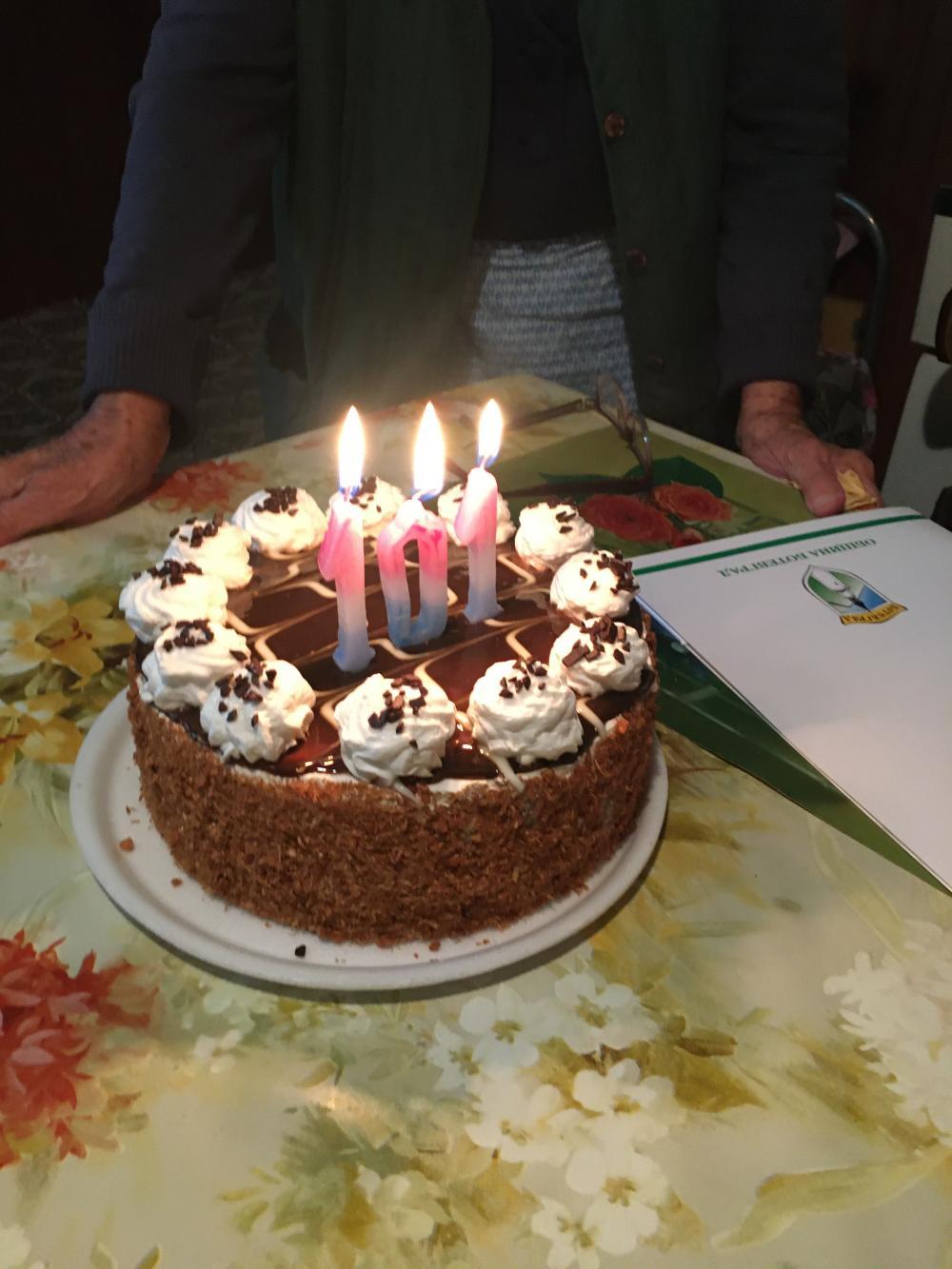 101 години отпразнува баба Драгана от Скравена