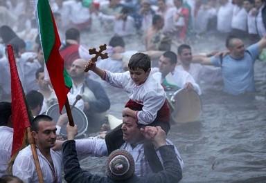 Богоявленски водосвет, ритуал по хвърляне на кръста и признание към Ботевото дело на 06 януари