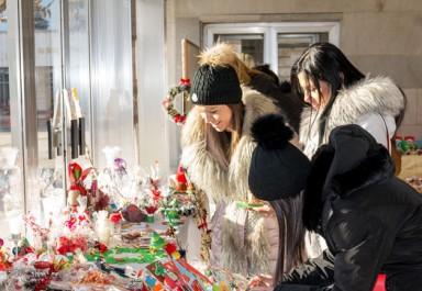 """Децата на Ботевград с подкрепата на община Ботевград организират Коледен благотворителен базар """"Децата правят добрини –помогни и ти"""""""