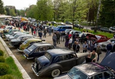Осмо издание на Автомобилен ретро парад в Ботевград