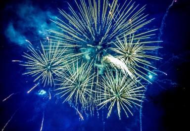 """Посрещаме 2020-та година с празнични илюминации и традиционно хоро на пл. """"Освобождение"""""""