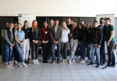 Гимназисти и местна власт дискутираха младежки политики